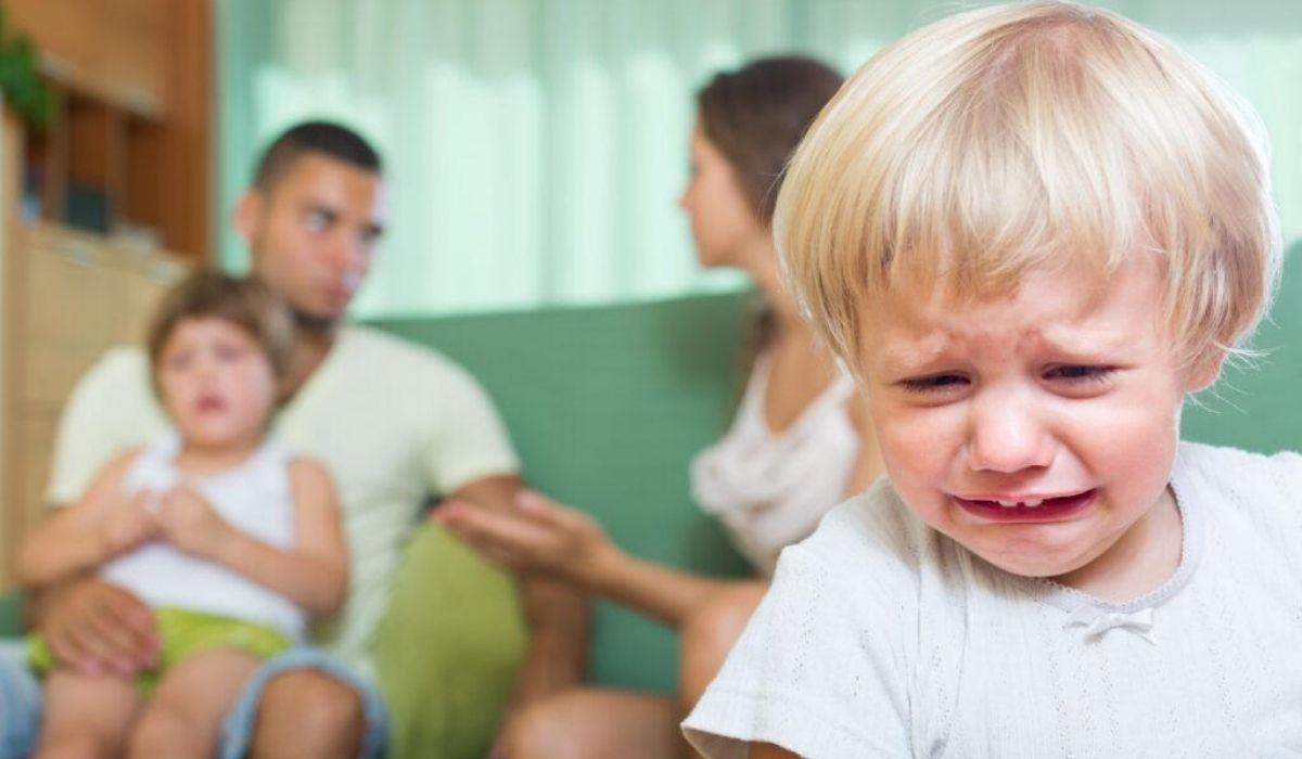 criança briga pais